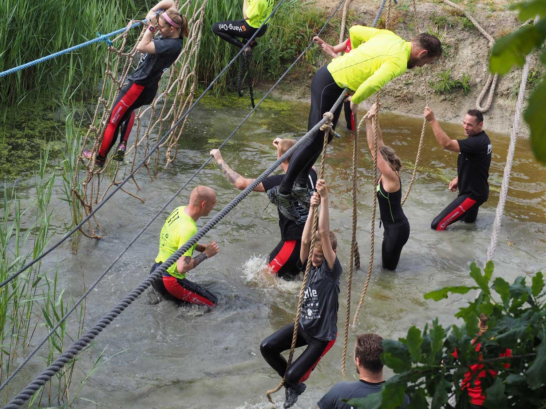 hindernissen door het water billy de klimmers bitgummole